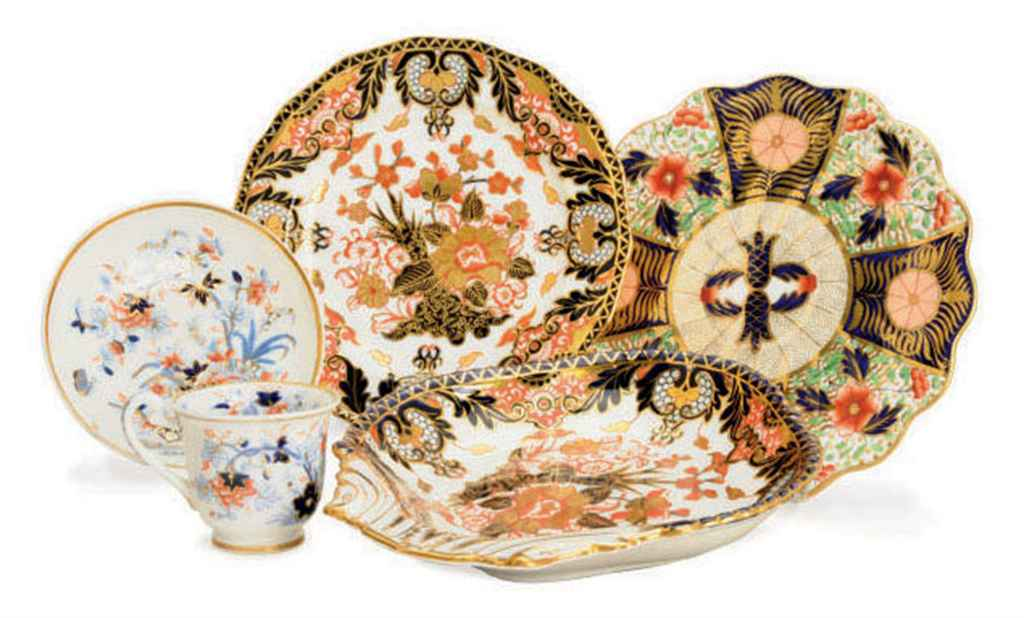 AN ASSEMBLED ENGLISH IMARI PORCELAIN PART DESSERT SERVICE,