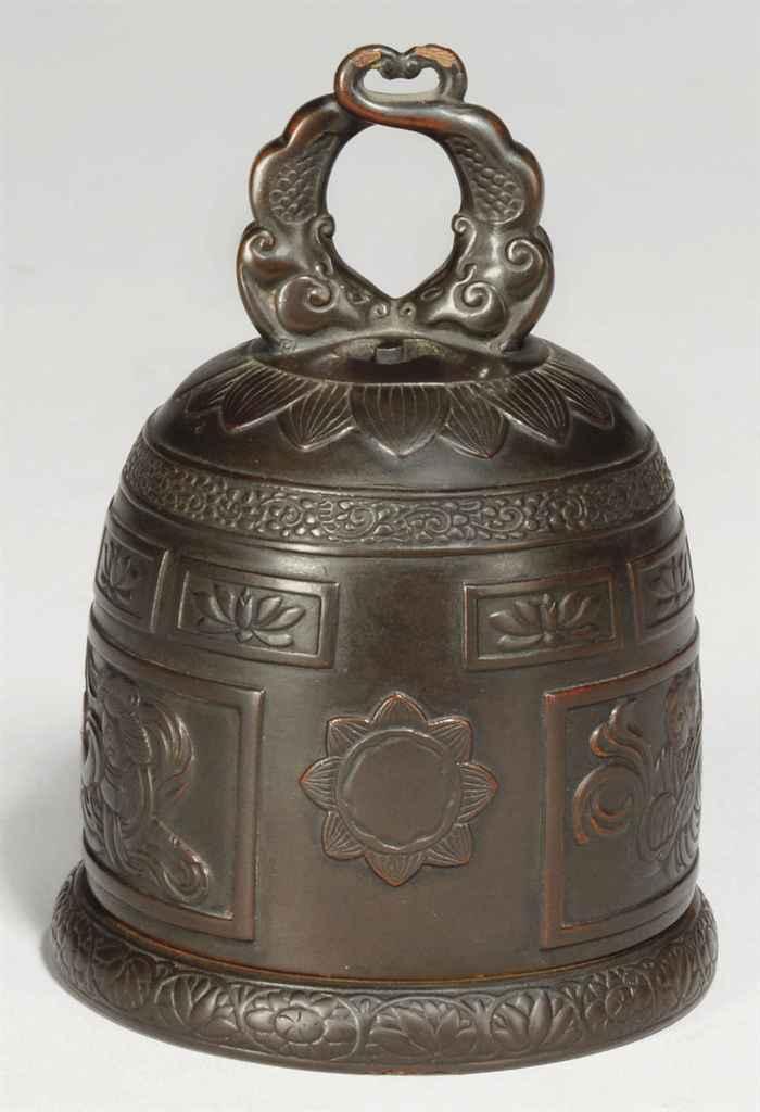 A lacquer incense burner (koro)