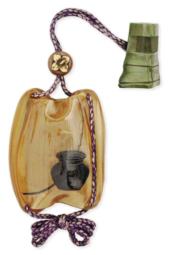 A Lacquer Sash Accessory (sagemono)
