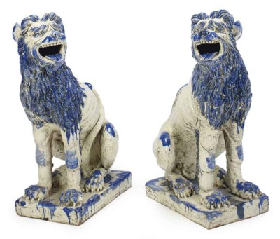 A PAIR OF BLUE AND WHITE GLAZE