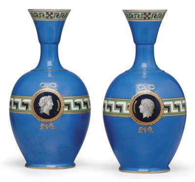 A PAIR OF FRENCH PORCELAIN BLU