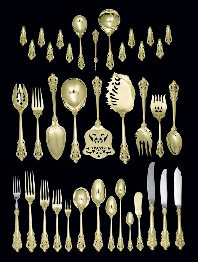 AN EXTENSIVE GRAND BAROQUE GOLD FLATWARE SERVICE