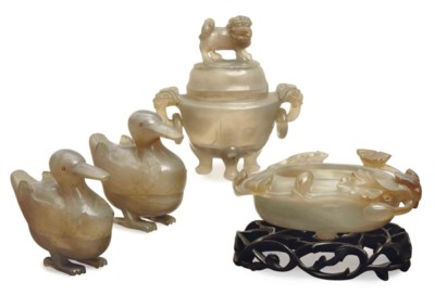 A GROUP OF CHINESE CARVED AGAT