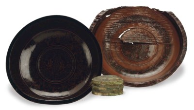 A CHINESE LACQUER BOWL AND AN