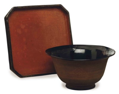 A CHINESE BLACK LACQUERED SPLI