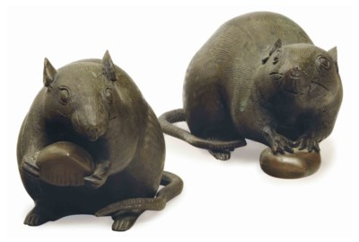 A PAIR OF JAPANESE BRONZE RAT-