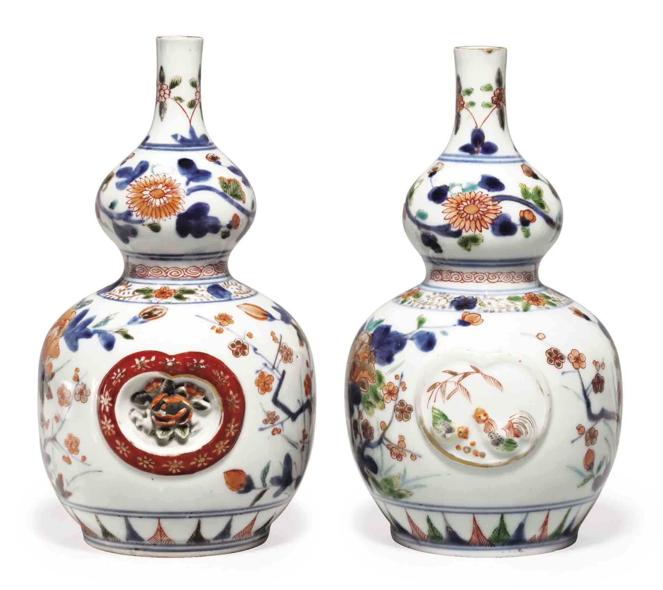 A PAIR OF JAPANESE HIZEN WARE IMARI STYLE DOUBLE GOURD-FORM PORCELAIN BOTTLES,