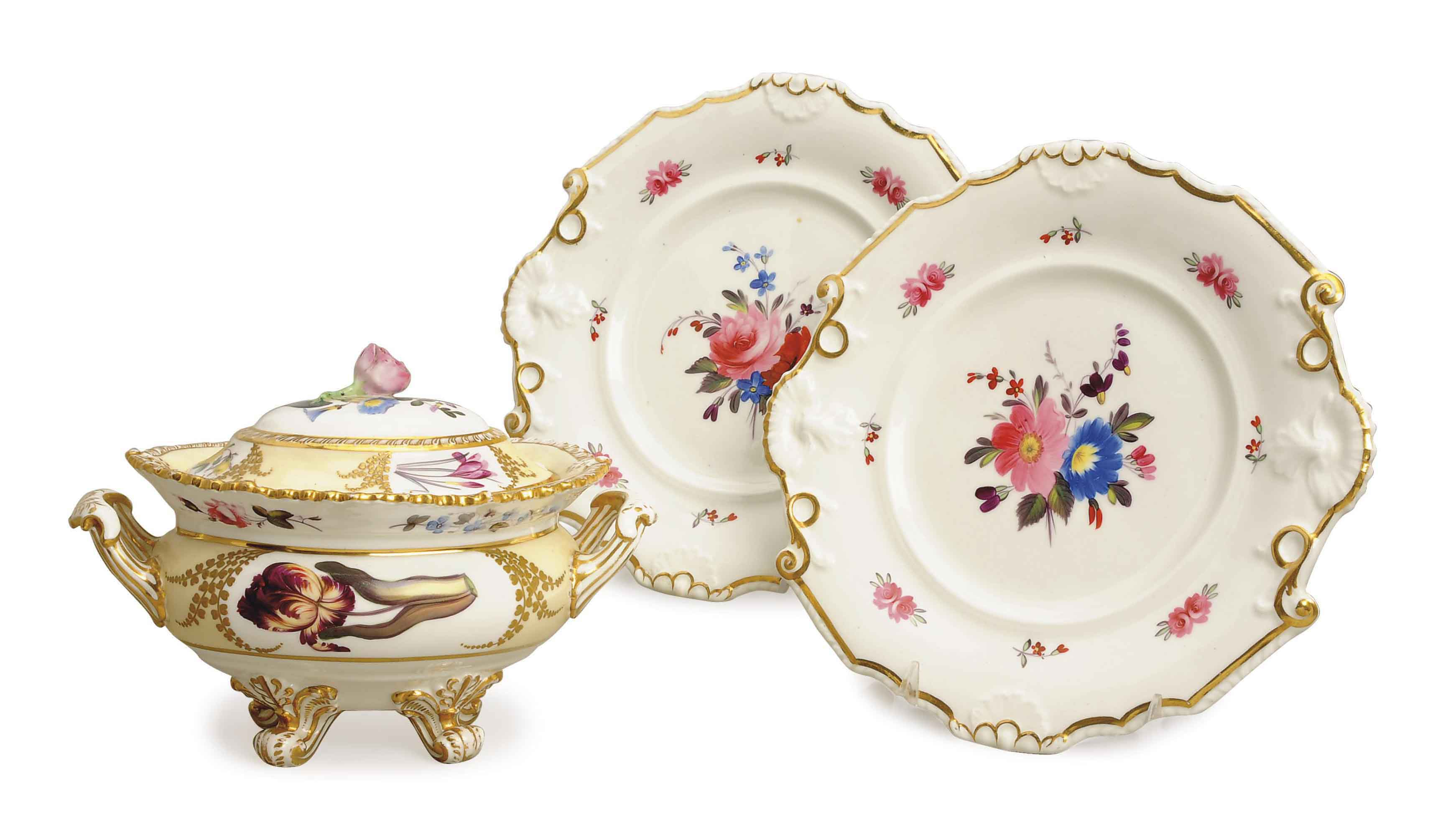 FIFTEEN ENGLISH PORCELAIN DESSERT PLATES AND A PALE-YELLOW GROUND SAUCE-TUREEN AND COVER,