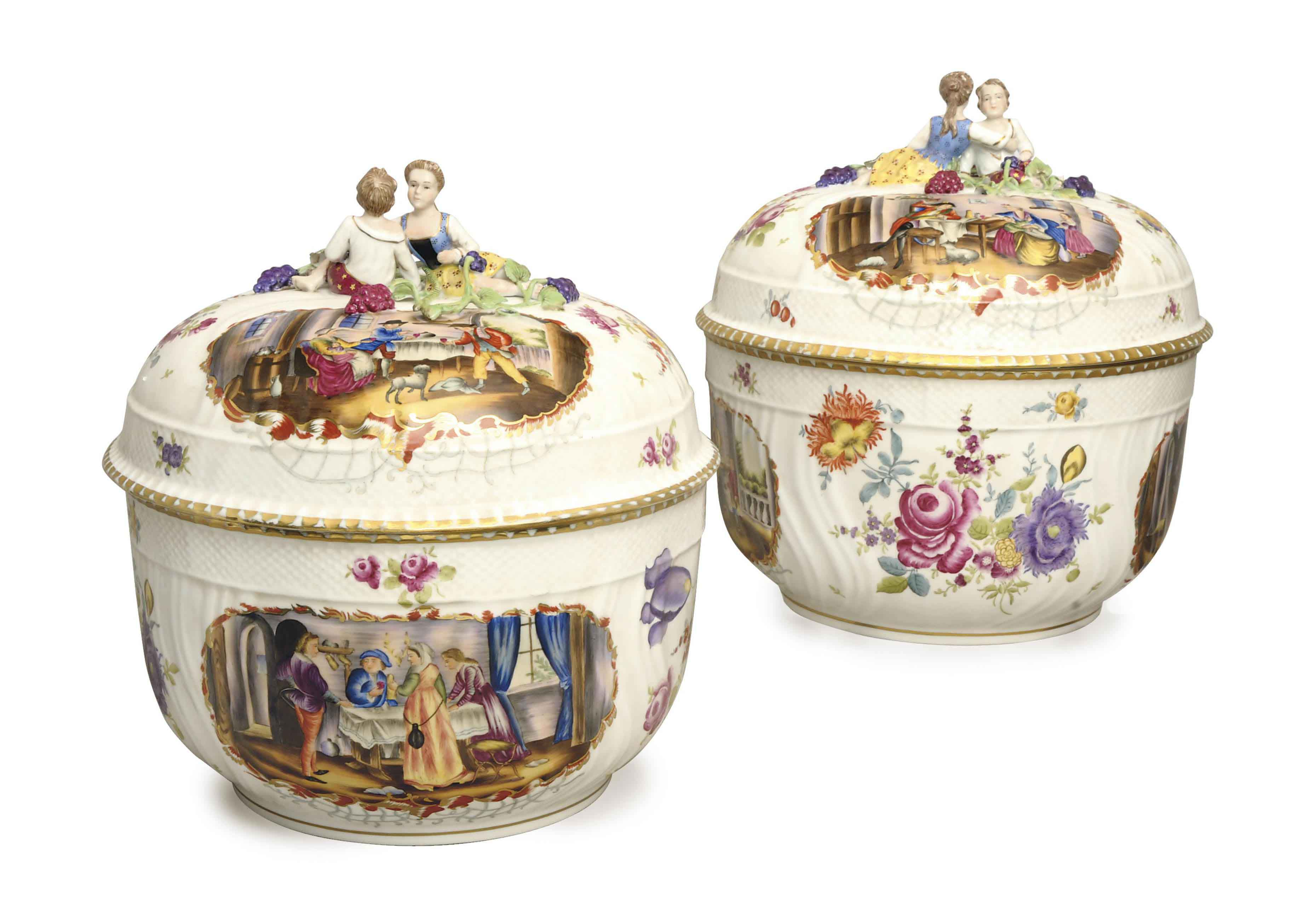 A PAIR OF SEVRES-STYLE PORCELAIN PUNCH BOWLS AND COVERS,