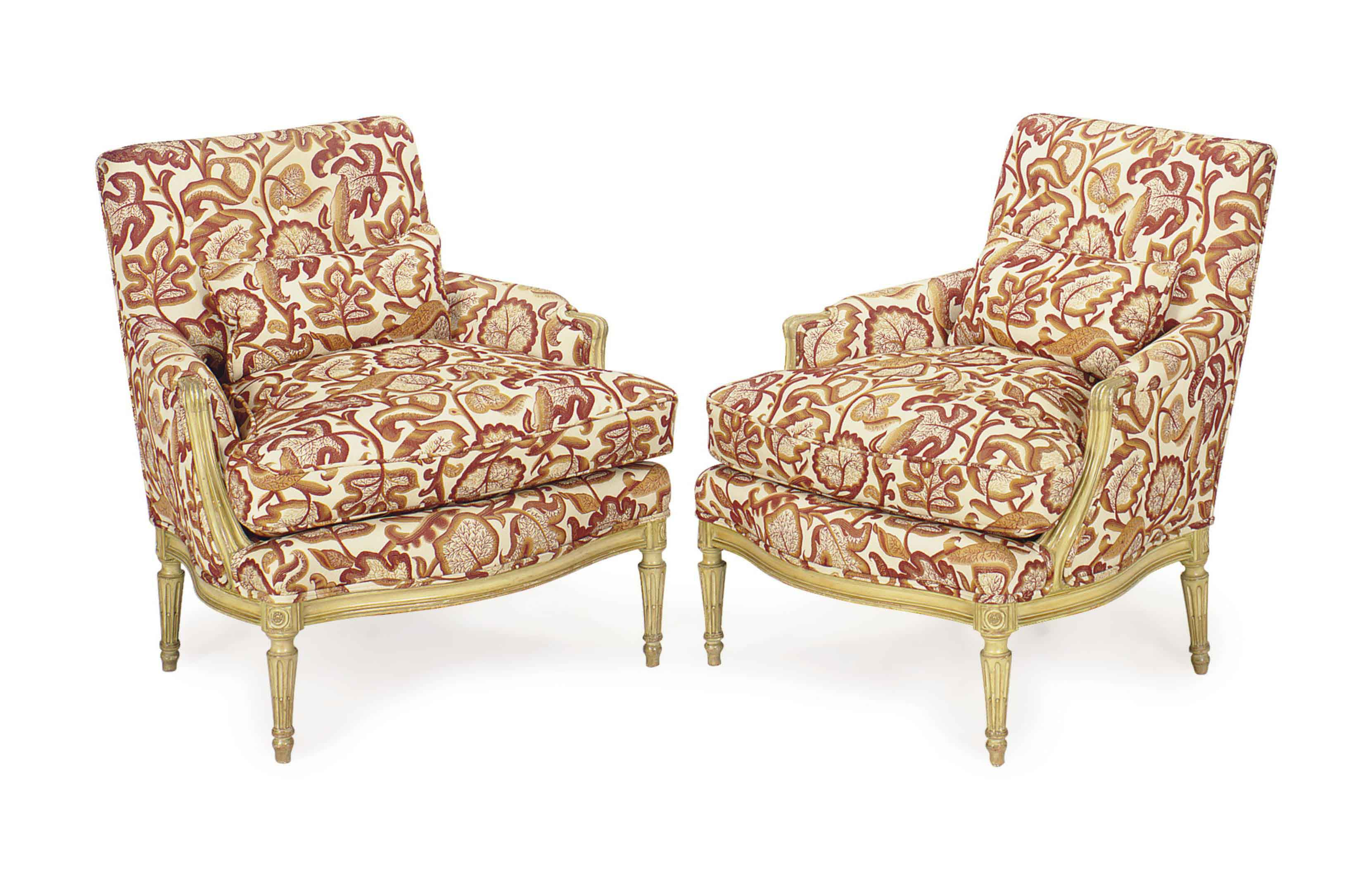 A PAIR OF ITALIAN CREAM-PAINTED UPHOLSTERED BERGERES,