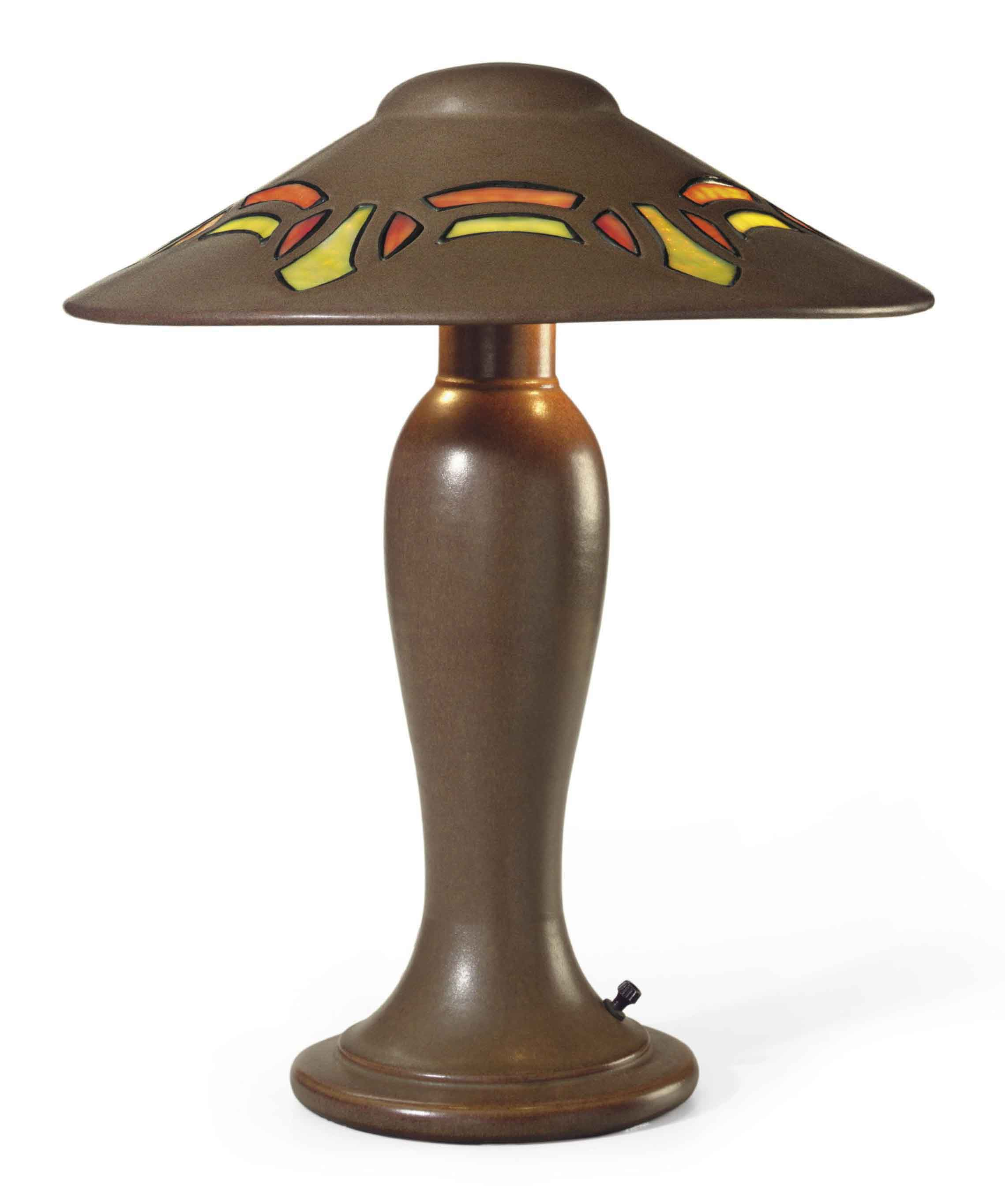 AN AMERICAN ARTS AND CRAFTS STONEWARE AND GLASS 'VASEKRAFT' TABLE LAMP,