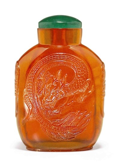 A CARVED AMBER SNUFF BOTTLE