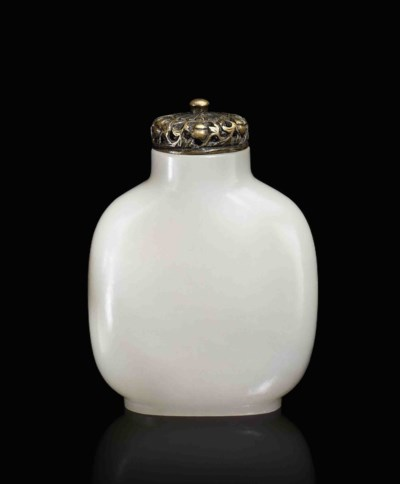 A LARGE WHITE JADE SNUFF BOTTL