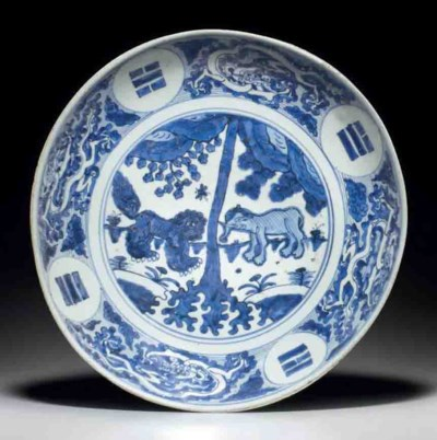 AN UNUSUAL BLUE AND WHITE DISH