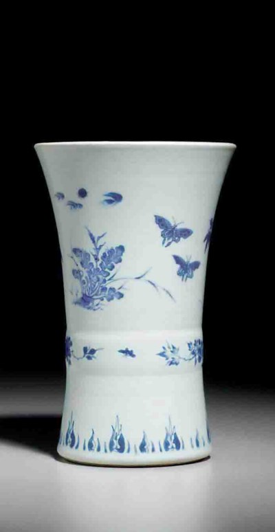 A SMALL BLUE AND WHITE BEAKER