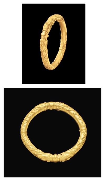 A CELTIC GOLD BRACELET