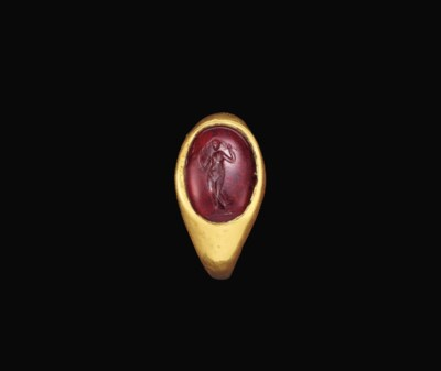 A ROMAN GOLD AND GARNET FINGER