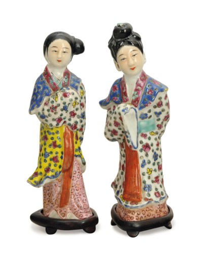 A PAIR OF CHINESE ENAMELED POR