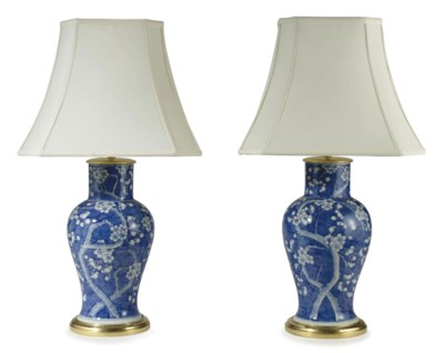 A PAIR OF CHINESE ROULEAU VASE