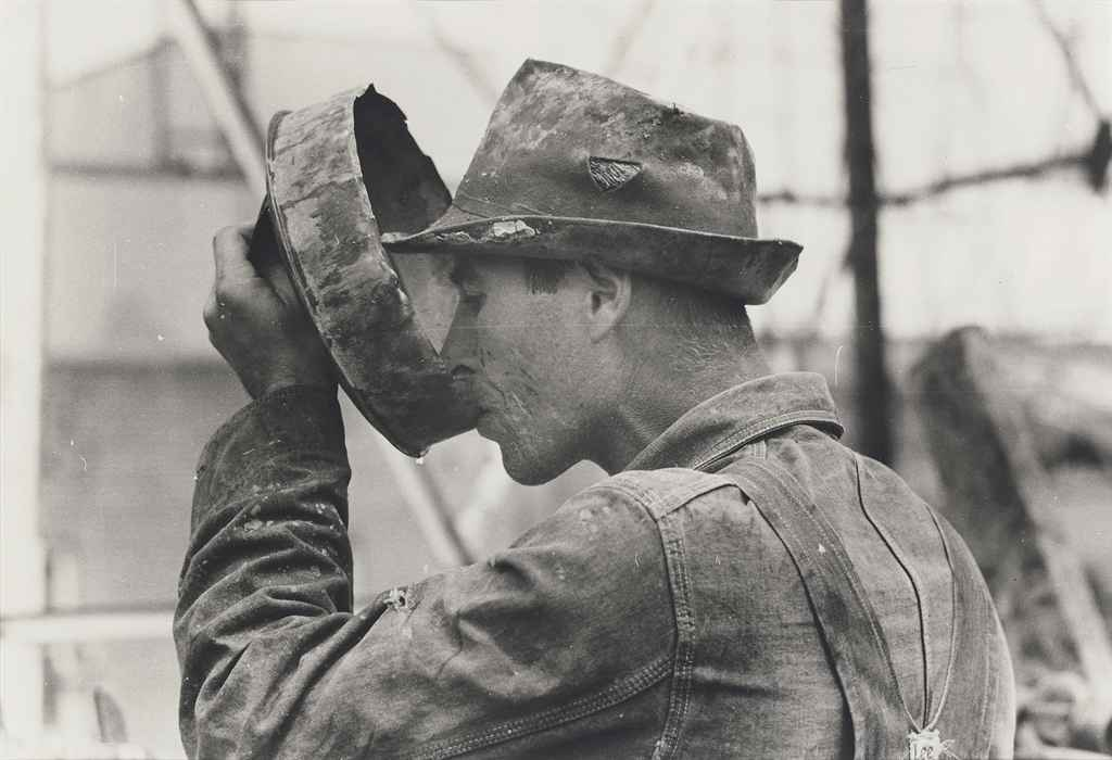 Oil field worker drinking water, Kilgore, Texas, April 1939