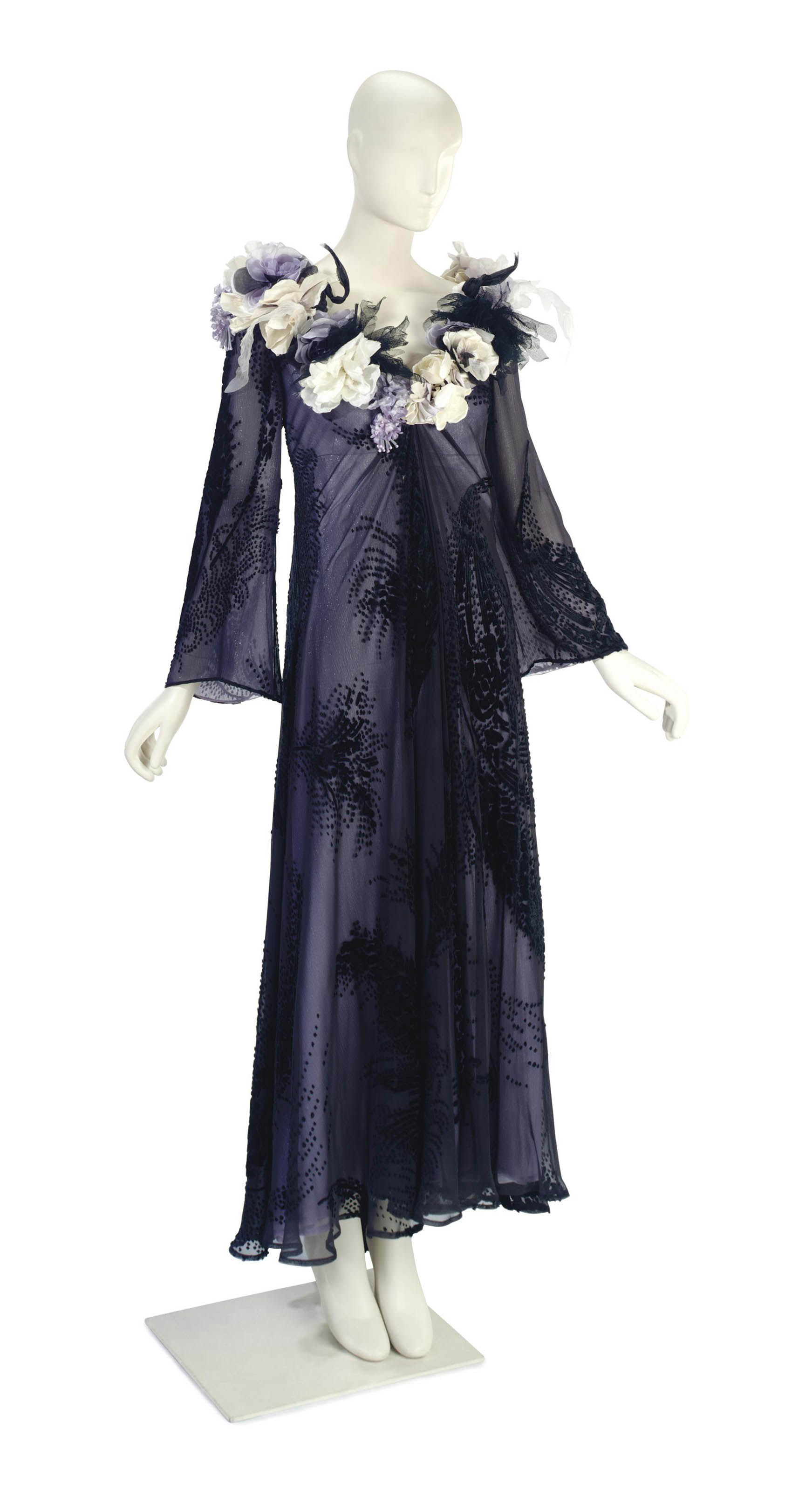 A GIANFRANCO FERRÉ EVENING GOWN OF BLACK DEVORÈ VELVET