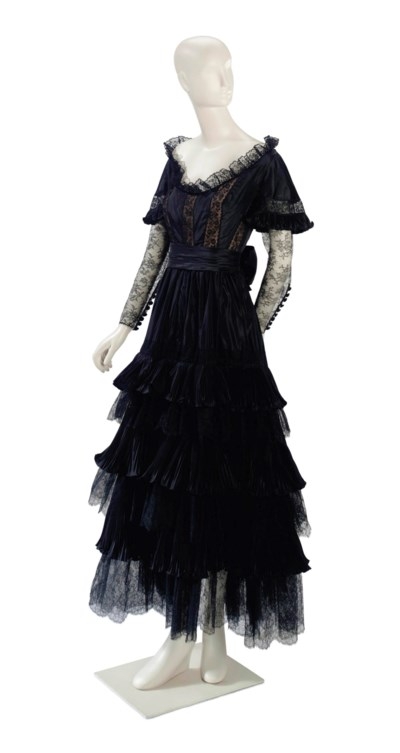 A VALENTINO BLACK LACE STAGE G