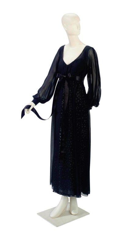 A VALENTINO EVENING GOWN OF BL