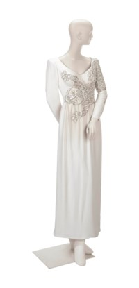 A VALENTINO EVENING GOWN OF IVORY SILK CREPE HAND-EMBROIDERED WITH A SEQUINNED SNOW LEOPARD