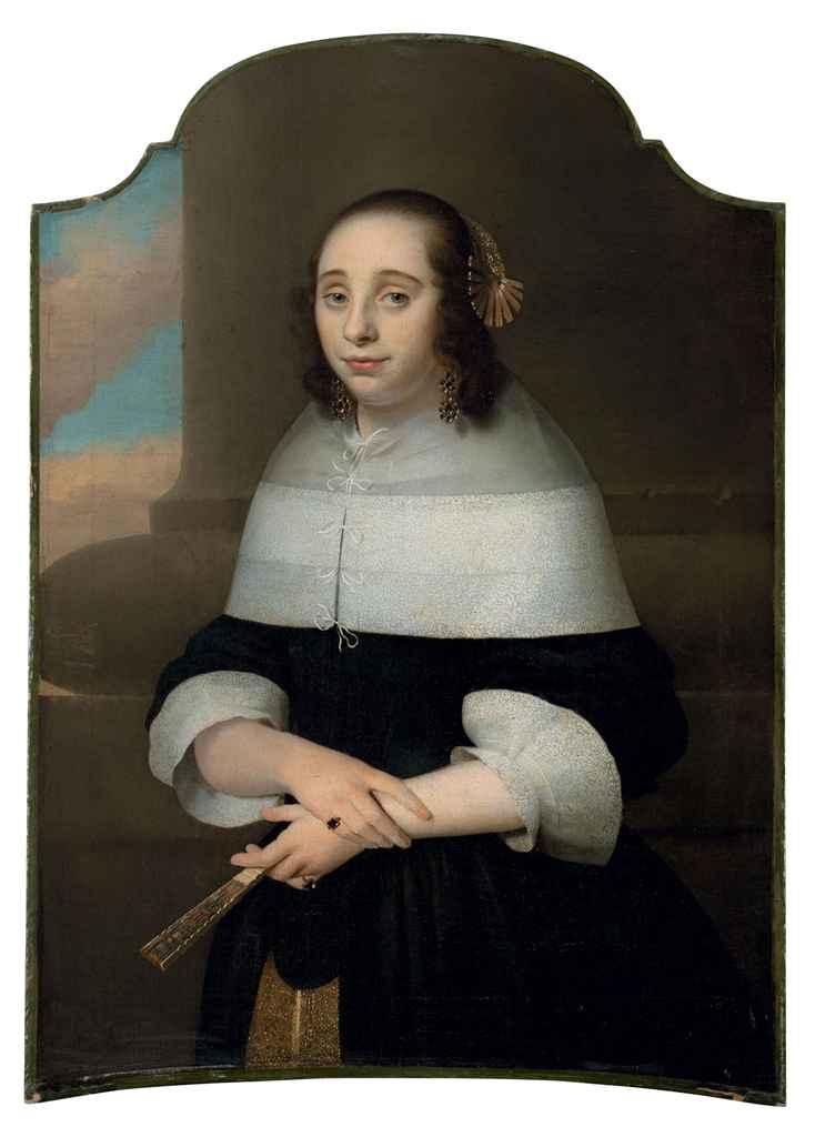 Portrait de jeune femme tenant un éventail