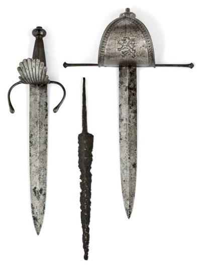 Deux dagues de main gauche d'o