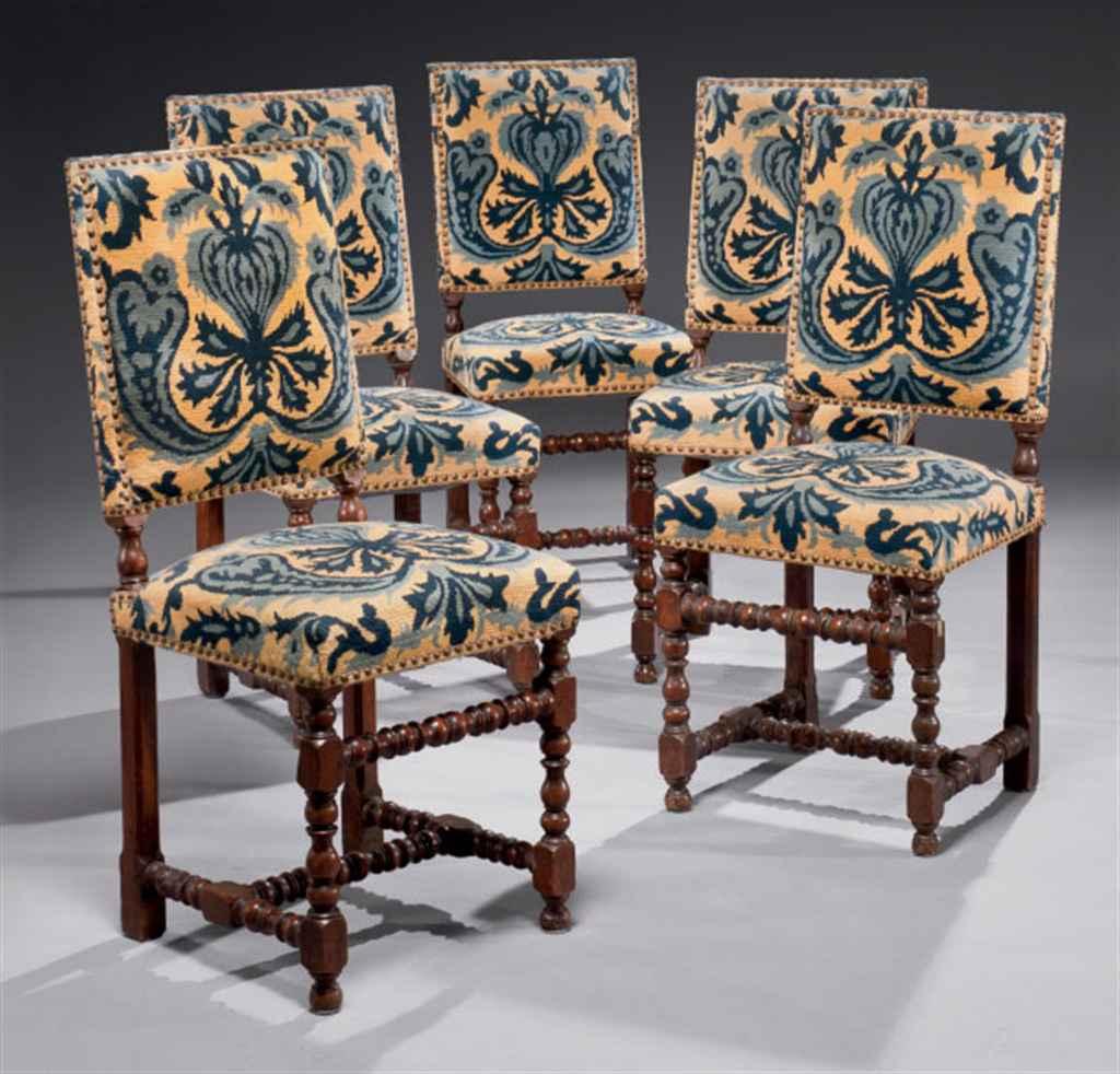 Suite de cinq chaises d'époque