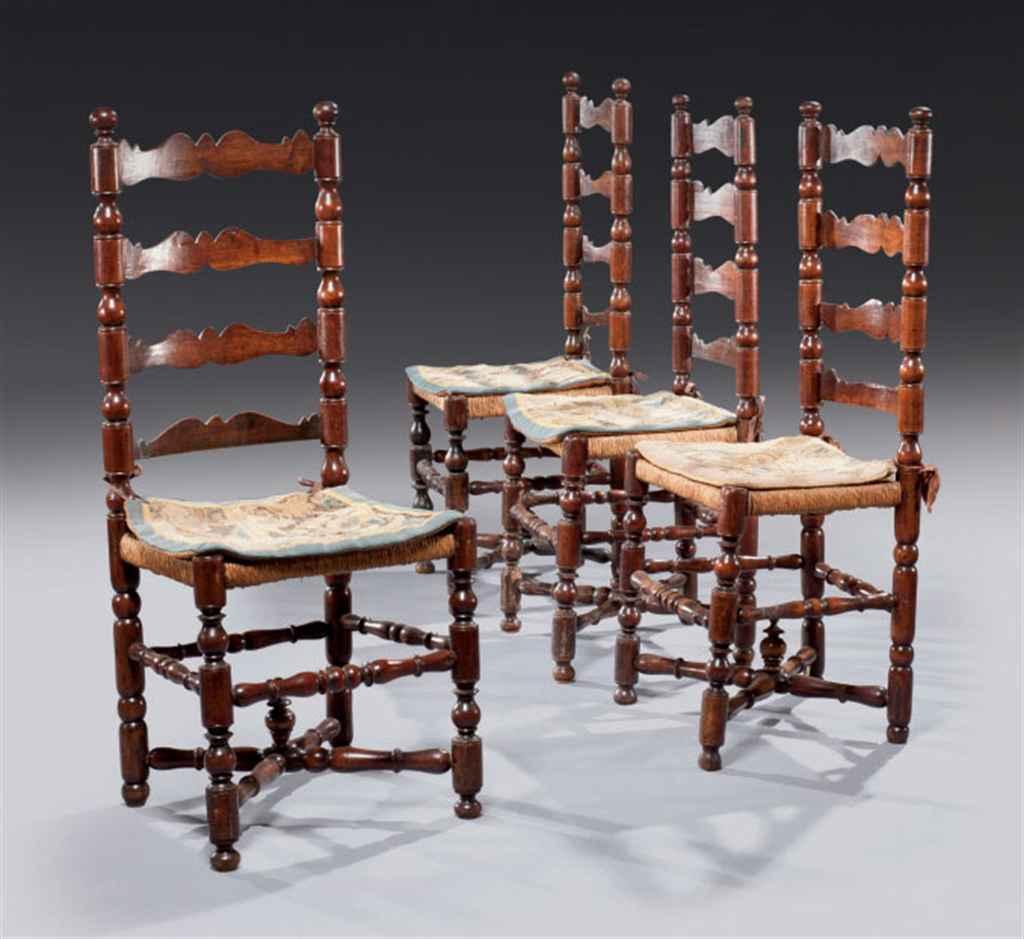 Suite de quatre chaises d'époq