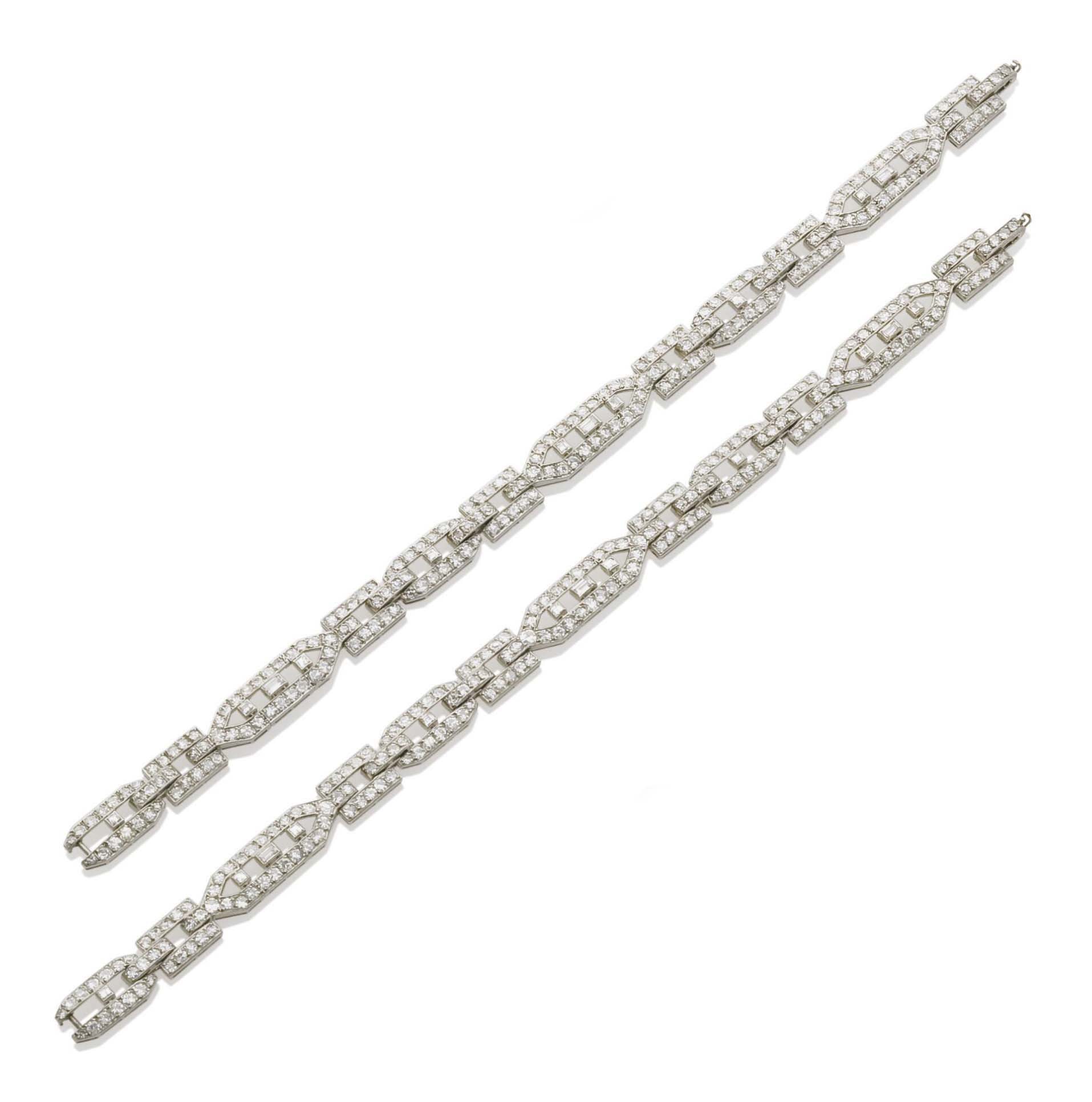 PAIRE DE BRACELETS ART DECO DIAMANTS, PAR GHISO