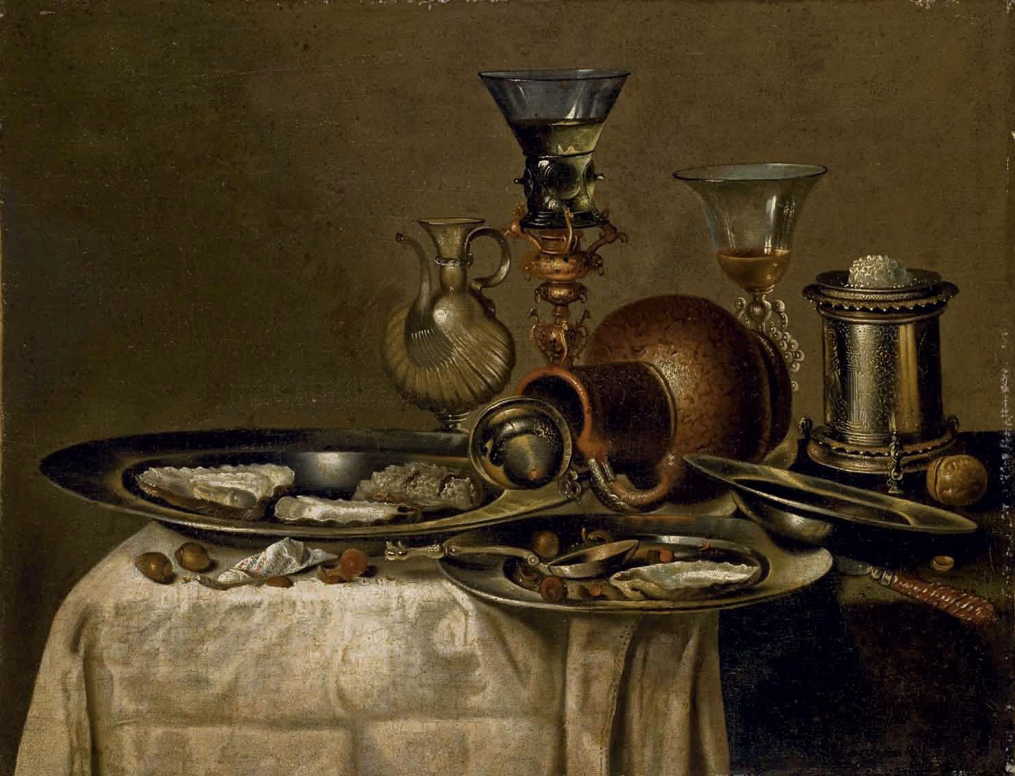Roemer, huîtres et noisettes dans des plats en étain posés sur une table drapée d'une nappe blanche
