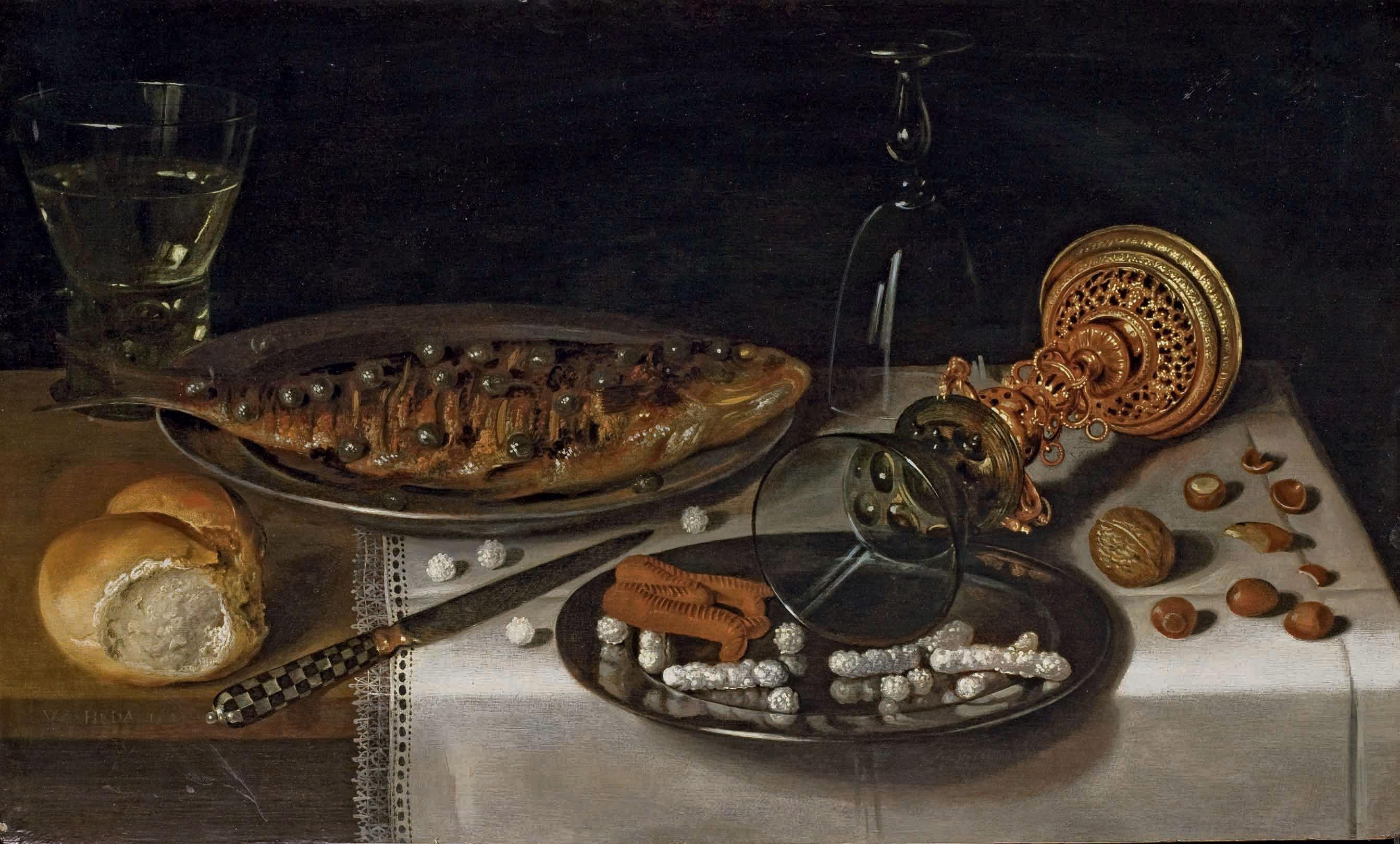 Nature morte au Roemer avec un hareng, un pain, une coupe renversé et des sucreries sur un entablement