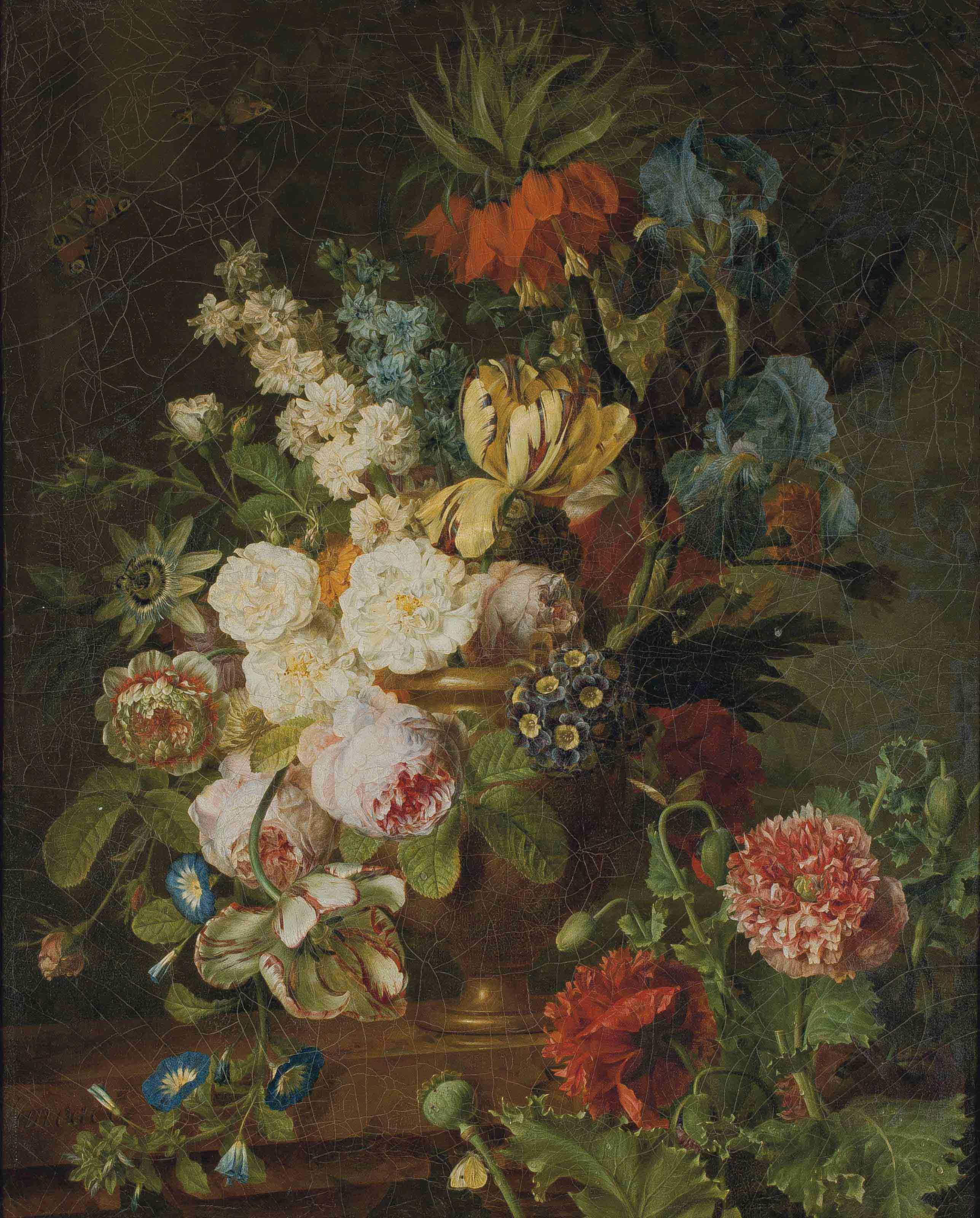 Fleurs dans un vase en métal