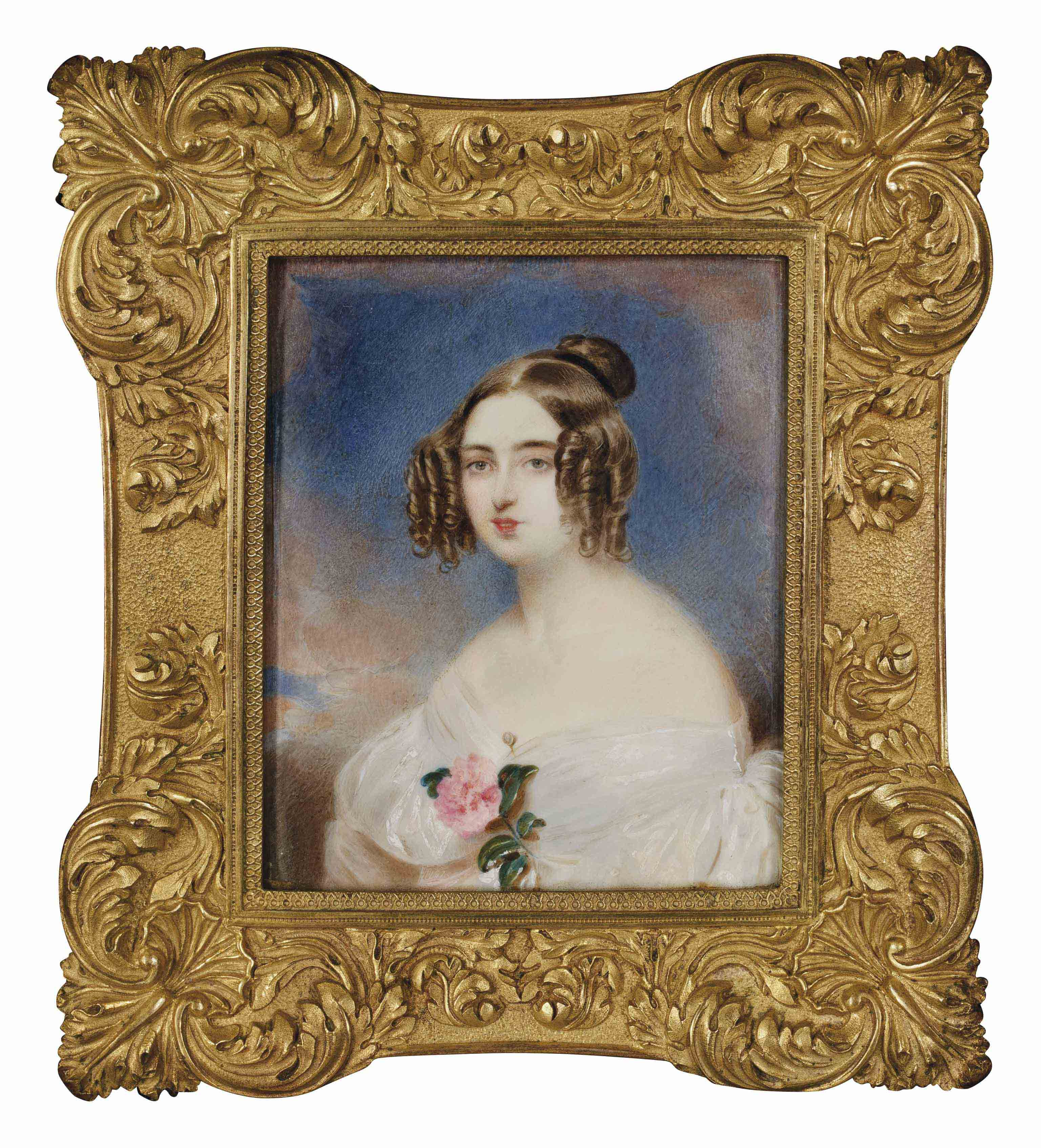 Portrait de femme en robe blanche ornée d'une rose, coiffée d'anglaises dans un cadre en bois doré et ciselé