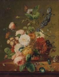Fleurs dans une corbeille avec des papillons
