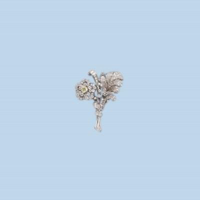 A RETRO DIAMOND BROOCH