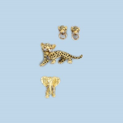A COLLECTION OF ANIMAL JEWELS