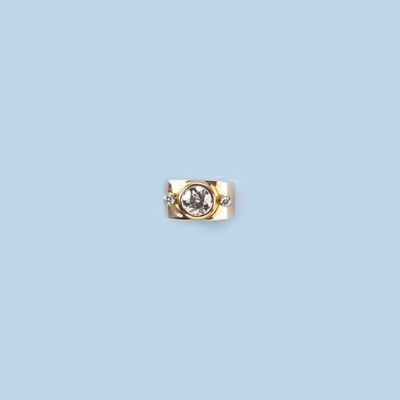 A CONTEMPORARY DIAMOND RING