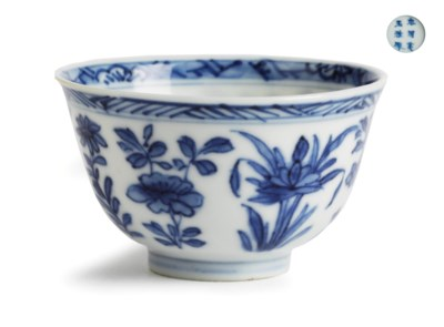 A Chinese blue and white teabo