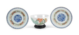A Chinese famille verte bowl and a pair of plates