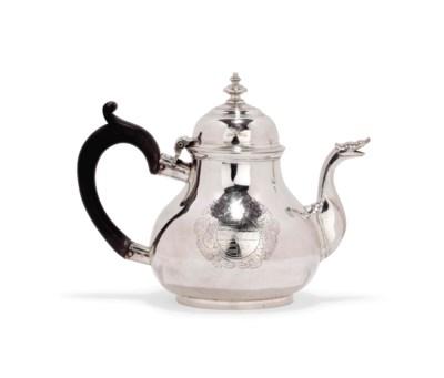 An Irish George I silver teapo