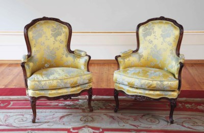 A PAIR OF LOUIS XV WALNUT BERG