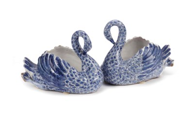 A pair of blue and white fayen