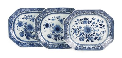 A set of three Chinese blue an
