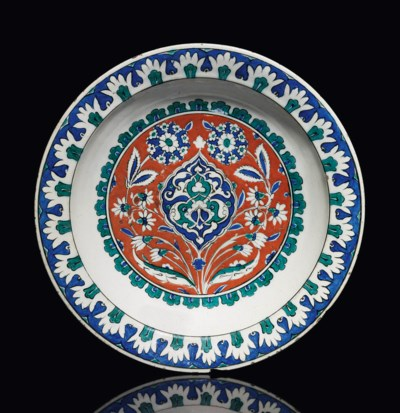 AN IMPRESSIVE AND LARGE IZNIK