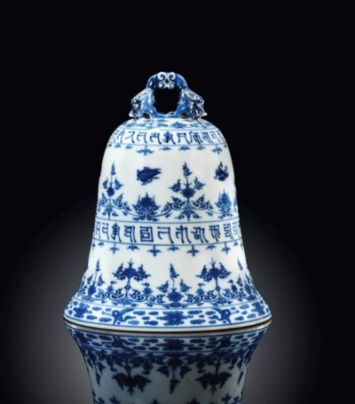 A RARE BLUE AND WHITE BELL