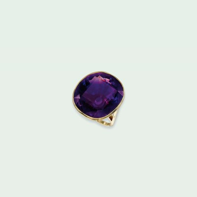 AN 18 CARAT GOLD AND AMETHYST